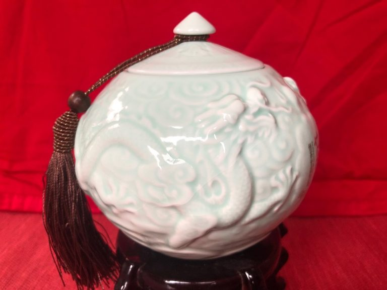 Dragon Cháyèguàn Tea caddy